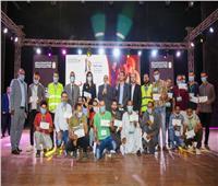 وزيرة الهجرة تسلم قروضا حسنة لشباب من محافظة المنيا لبدء مشروعات متناهية الصغر