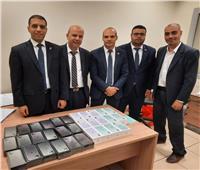 ضبط راكب حاول تهريب ٣٢ iPhones في مطار القاهرة