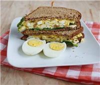 لمتابعي الدايت.. طريقة عمل «ساندوتش البيض المسلوق للرجيم»