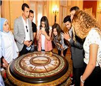صور| «الهجرة» تنظم زيارة إلى «قصر عابدين» لوفد شباب الدارسين بالخارج