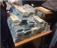 صور| جمارك مطار القاهرة تحبط محاولة تهريب 253 هاتف «آيفون»
