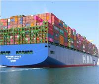 صور| أكبر سفينة حاويات في العالم تعبر قناة السويس