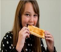 «رهاب الطعام»..طفلة تعيش 10 سنوات على الخبز فقط