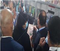 صور| كتاب ومجلة يلفتان انتباه محافظ الإسكندرية ووزيرة الثقافة.. تعرف عليهما