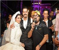 صور  أبو الليف ووفاء سالم ورامي وحيد يحتفلون بزفاف «محمود وأميرة»