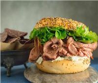 طبق اليوم| طريقة عمل «ساندوتش روست بيف بالجبن والفلفل»