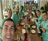 رونالدو والعشاء الأخير.. حسم مصير «منتخب البرتغال» بعد الصورة المخيفة