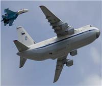 فيديو| طائرة عملاقة تابعة لسلاح الجو الروسي تهبط على «مدرج مبلل»