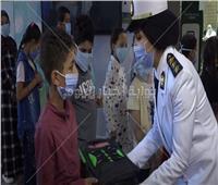 فيديو.. «الداخلية» تواصل توزيع حقائب مدرسية بمستلزماتها على الطلبة