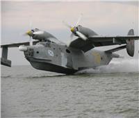 فيديو | «ما زالت في الأعلى».. طائرة صنعت قبل 60 عامًا تبتعد غواصات «الناتو» عنها