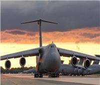 فيديو| أكبر طائرة عسكرية أمريكية تنقل 4 أقمار صناعية