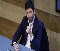 وزير الصحة الإيطالي يوقع على مرسوم حظر التجول الليلي في إقليم لومبارديا