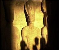 فيديو| تعامد الشمس على وجه رمسيس الثاني بالمتحف المصري الكبير