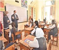 محافظ أسيوط يتفقد مدرستين لمتابعة الالتزام بالإجراءات الاحترازية لكورونا
