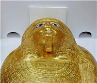 رحلة الكاهن «نجم» من أمريكا لمصر.. كيف وصل التابوت الذهبي لموطنه؟