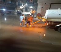 صور| الدفع بالمعدات والأطقم لرفع مياه الأمطار بمدينة رشيد