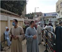 استمرار توافد المواطنين على لجان  الاقتراع باطفيح بالجيزة...صور