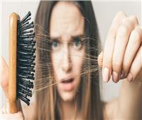 4 أسباب وراء تساقط الشعر.. تعرفي على الحل السحري لتفادي تلك المشكلة
