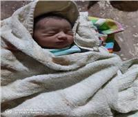 العثور على طفلة حديثة الولادة في مقابر بنجع حمادي .. والقبض على المتهم