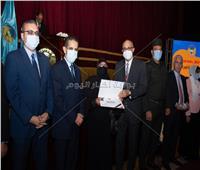 جامعة طنطا تكرم 30 من أسر شهداء الجيش والشرطة