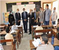 نائب وزير التعليم في زيارة مفاجئة لمدرسة بسمنود