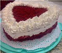 عيد الحب| طريقة عمل «تورتة وكاب كيك» باللون المخملي