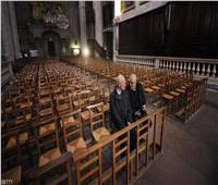 صور  مسلمو فرنسا يرفضون العنف ويحمون الكنائس