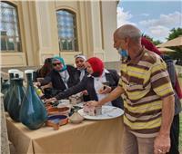 بالصور .. الفخار الإسلامي ملهمًا للأنامل الذهبية