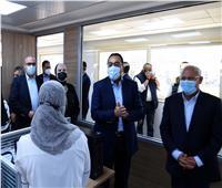 رئيس الوزراء يتفقد مصنع لإنتاج الضفائر الإلكترونية للسيارات ببورسعيد