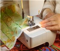 مع ارتفاع أسعار الملابس الجاهزة .. ماكينات التفصيل تعود لـ«الدوران»