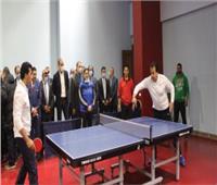 وزير التعليم العالي يتحدى وزير الرياضة في مباراة «تنس طاولة»