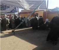 الرجال يصطفون في طوابير أمام لجان قنا في «إعادة النواب»