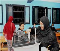 صور  قبل غلق اللجان.. تزايد أعداد الناخبين بقنا في إعادة «النواب»