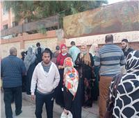 أهالي الإسكندرية يحتشدون أمام مقار اللجان الانتخابية
