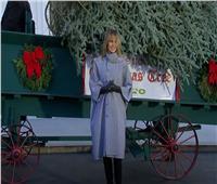 «ميلانيا ترامب» تتسلم أخر شجرة كريسماس في البيت الأبيض