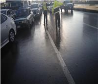 المرور تدفع بسيارات إغاثة وشفط لمياه الأمطار بالشوارع