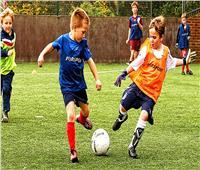 7 فوائد هامة للعب طفلك «كرة القدم»