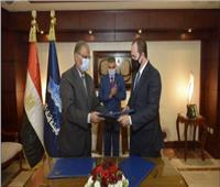 رئيس هيئة قناة السويس يشهد توقيع عقد لإدارة وتطوير استراحة «ديليسبس»