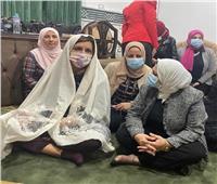 وزيرة الهجرة تستمع إلى خطبة الجمعة بدمياط |صور