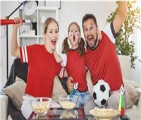 خبيرة إتيكيت تقدم آداب مشاهدة المباريات في المنزل أو الاستاد