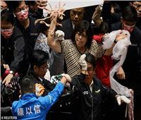 شجار «بلحم الخنزير» داخل البرلمان التايواني خلال مناقشة قانون جديد| فيديو
