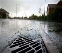 أرصفة مثقوبة تنهي أزمة مياه الأمطار