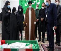بدء مراسم وداع العالم الإيراني فخري زاده من مشهد