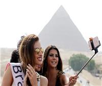 صور| جميلات العالم يقعن في غرام الآثار المصرية