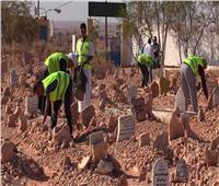 «الدين بيقول إيه»| هل يجوز تنظيف القبور من أعمال السحر؟
