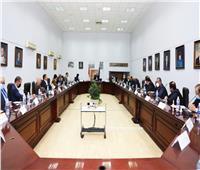 «العناني» يجتمع مع ممثلي قطاع السياحة لمناقشة آليات العمل الفترة المقبلة