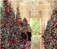 «زينة الوداع»... ميلانيا ترامب تزين البيت الأبيض بالطريقة التقليدية