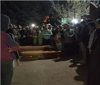 قرية السيفا تودع طبيبًا ومسنًا بـ«مجزرة طوخ».. صور وفيديو