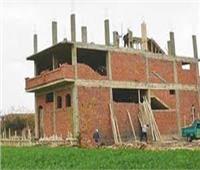 موظفان فاسدان يساعدان شخصين للبناء على أراضي زراعية