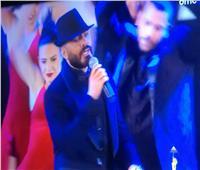 تامر حسني يٌغني بإفتتاح مهرجان القاهرة: «الدنيا زى فيلم»